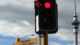 左折赤の矢印信号写真